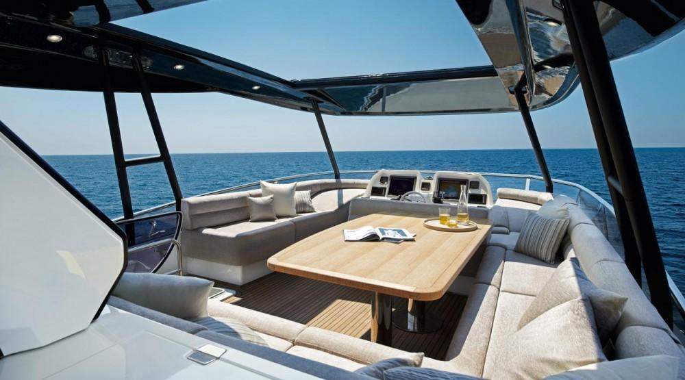 Monte Carlo Yachts 70 flybridge