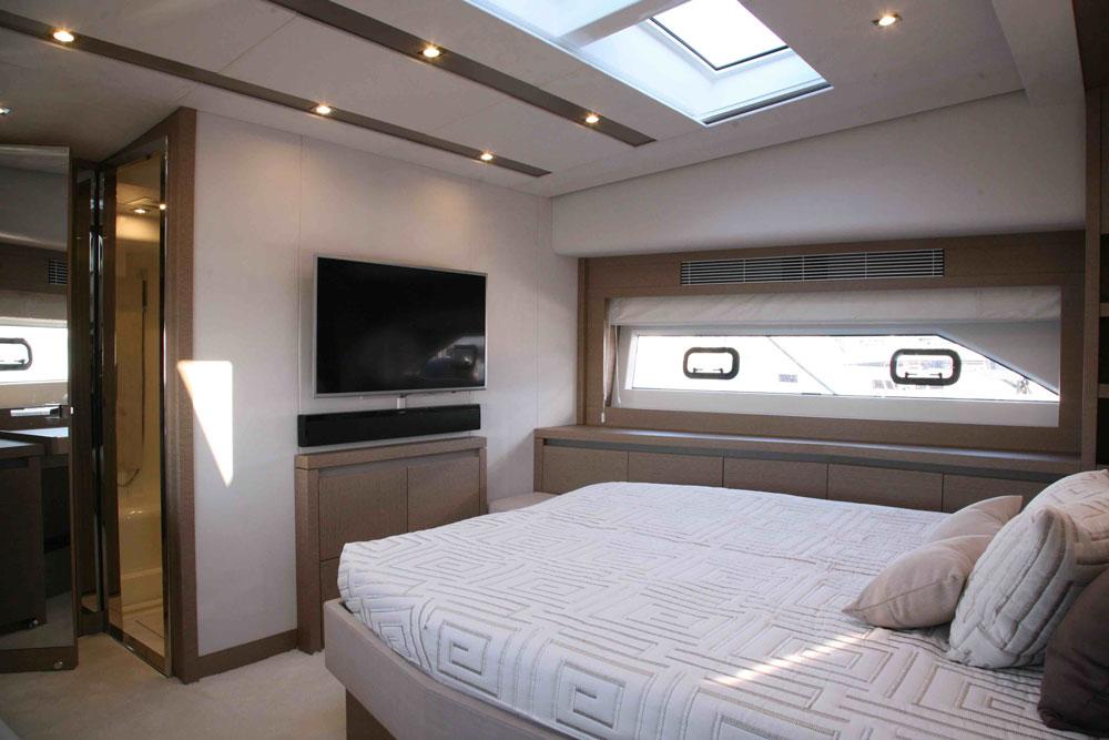 Prestige 680 S stateroom