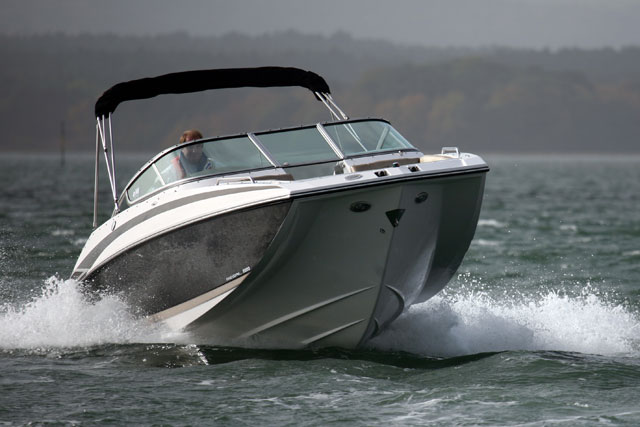 Regal 2220: a modest deck boat