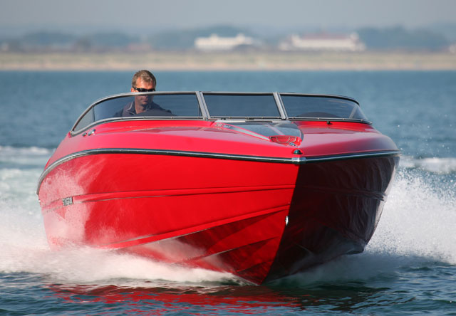 Stingray 225 SX: wide and stylish weekender