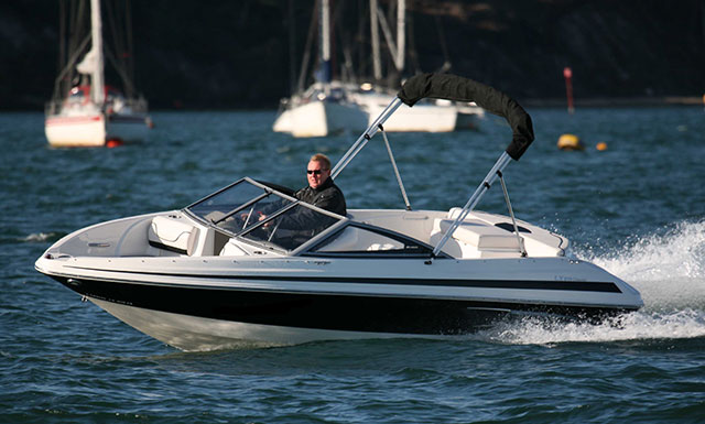 Larson 850 LX: entry-level bow rider