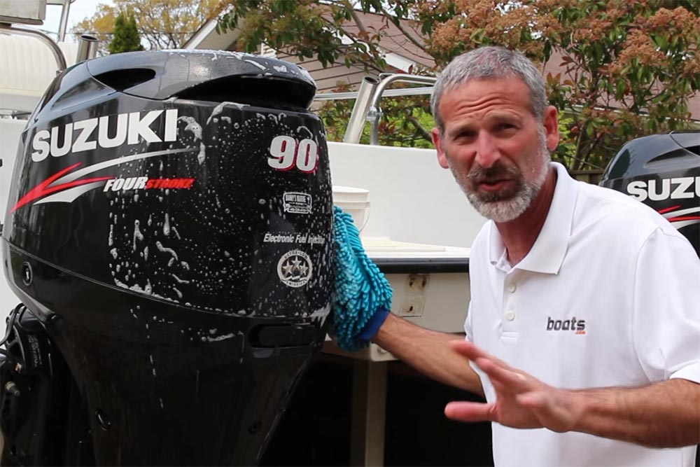How to clean your outboard engine