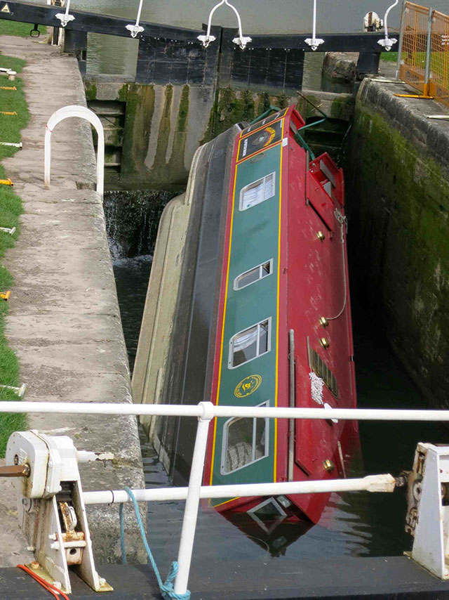 Canal boat disaster: the joys of third-party mishaps - boats.com