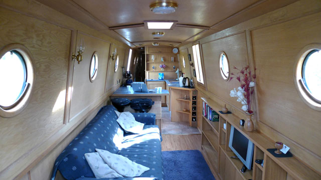 Buying a narrowboat - boats.com