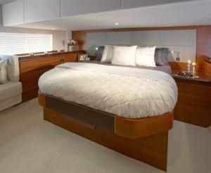 Sealine F48 master suite