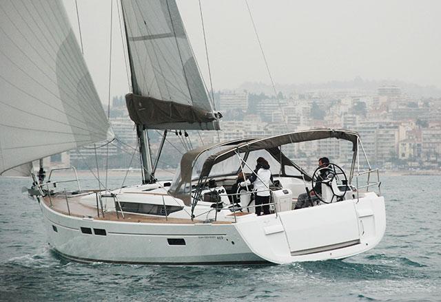 Jeanneau Sun Odyssey 469 under sail