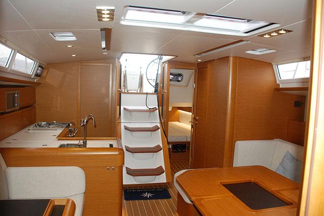 Jeanneau Sun Odyssey 469 below decks