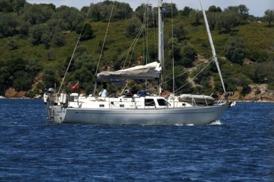4 affordable deck saloon yachts